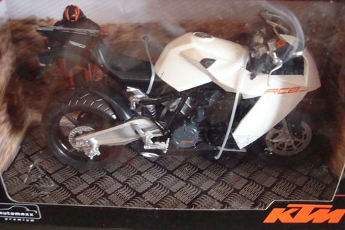 1190 RC 8  2008 weiss