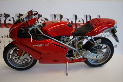 999 Streed Version - 2002 red Minichamps